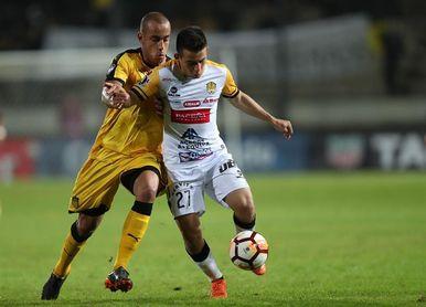 2-0. Peñarol vence a un The Strongest eliminado, pero no consigue el milagro