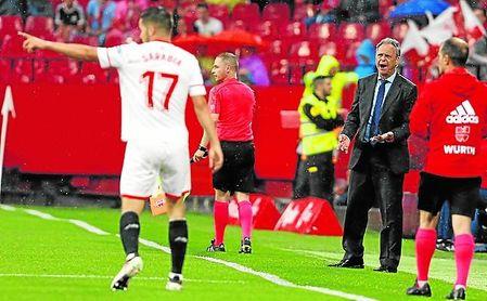 Caparrós eligió a Sarabia por delante de Arana para el lateral izquierdo.