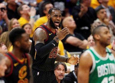 """""""King"""" James ya tiene más canastas anotadas que Abdul-Jabbar en los playoffs"""