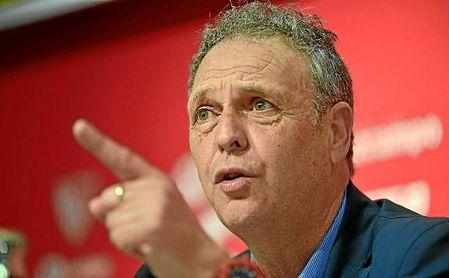 Joaquín Caparrós, durante una rueda de prensa con el Sevilla.