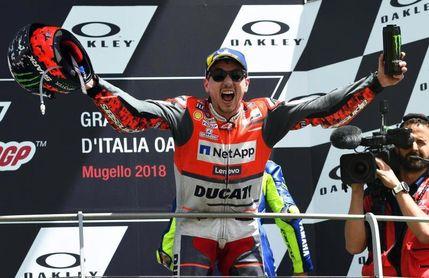 Lorenzo da a Ducati su primera victoria y acalla las críticas