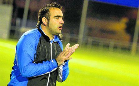 En la imagen, Cristian Antón anima a sus pupilos cuando era técnico del Ciudad Jardín.