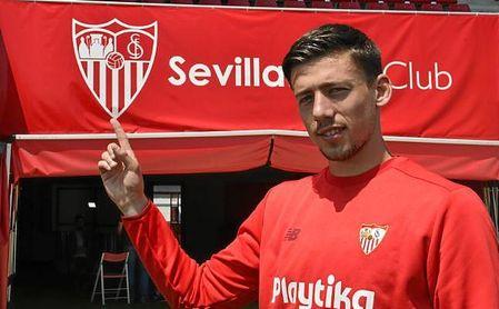 Lenglet se reúne con Caparrós y Machín en Sevilla.