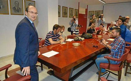 José Castro, durante la reunión informativa sobre la campaña de abonados a los medios.