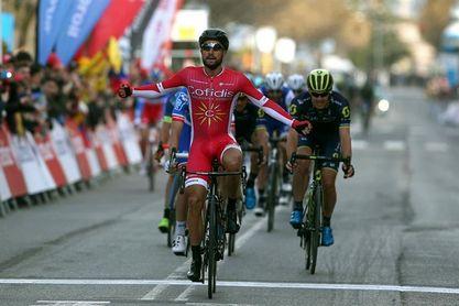 Bouhanni gana al sprint la primera etapa
