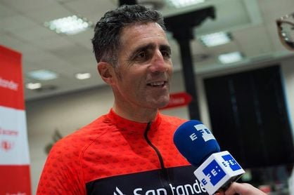 Induráin termina la Primera ´Vuelta 123 sin efectivo´ del Santander