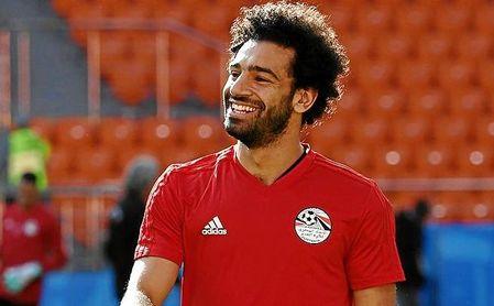 Salah sonríe durante un entrenamiento de la Selección Egipcia.