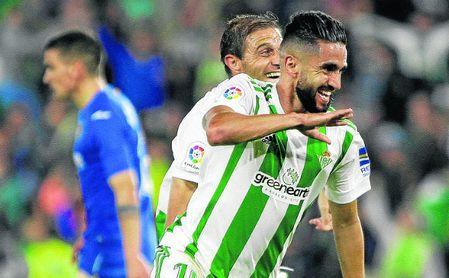 Ryad Boudebouz celebra el tanto que daba el empate al Betis ante el Getafe.