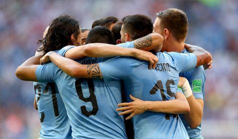 La selección uruguaya celebra uno de los goles en la victoria ante Rusia.