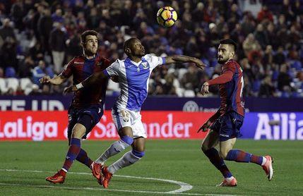 El Levante ejerce la opción de compra sobre el uruguayo Cabaco