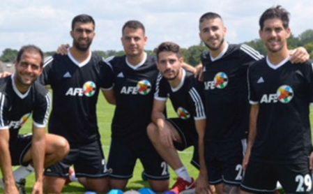 Los seis jugadores andaluces que participarán en el FIFPro Tournament posan antes de la cita.