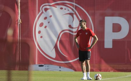 Lenglet sigue entrenando con el Sevilla FC a la espera de su fichaje por el Barça.