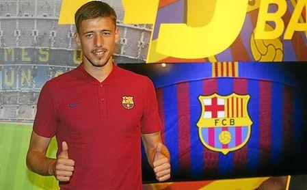 Lenglet ya posa como nuevo jugador del FC Barcelona.