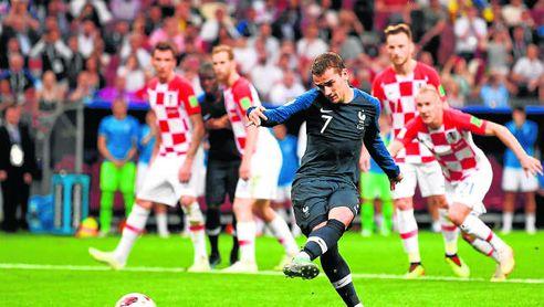 Griezmann lanza el penalti de la final.