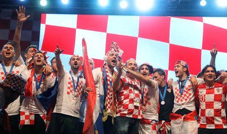 (VIDEO) Recibimiento histórico a la selección croata en Zagreb