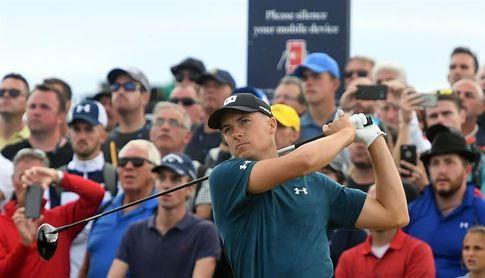 Tres estadounidenses comparten el liderato y Tiger Woods despierta la emoción