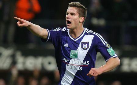 Leander Dendoncker durante un partido con el Anderlecht.
