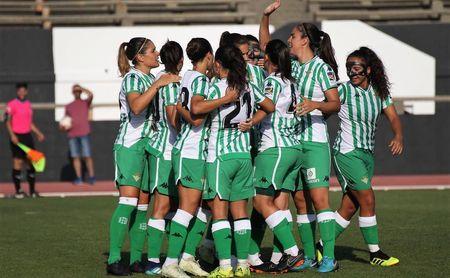 Las jugadoras del Real Betis Féminas celebran un gol.