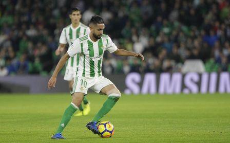 Ryad Boudebouz, durante un partido con el Real Betis.