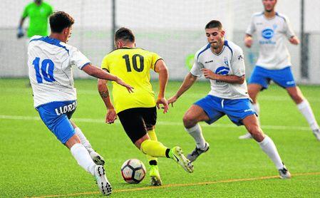 En la imagen, lance del encuentro disputado entre el Castilleja y el Écija, saldado con un 3-3.