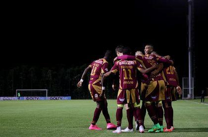 Atlético Nacional derrota al América y consigue respirar en Liga de fútbol en Colombia