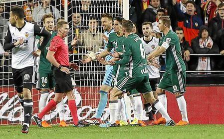El Betis cayó 2-0 en Mestalla, poco antes de su gran racha de resultados de la 17/18.