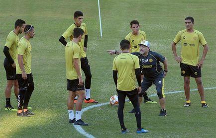Maradona inicia mañana su camino para salvar al ´Gran Pez´