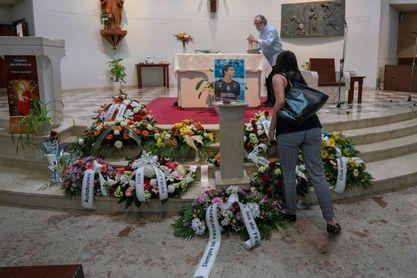 """La """"familia naranja"""" despide a Noronha en un multitudinario funeral"""