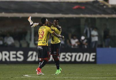 El Barcelona quiere aprovechar la caída de Liga para alcanzar a Emelec y Macará