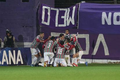 Fluminense vence al Chapecoense y sigue entre los diez primeros de la liga brasileña