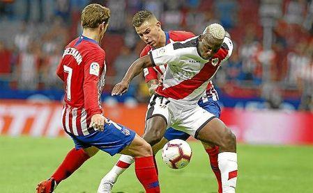 Advíncula, lateral diestro del Rayo, también gusta en el Atlético.