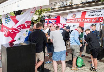 Desalojados varios bares de Sevilla para evitar incidentes con los aficionados ingleses