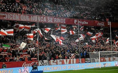 Imagen del Gol Norte de Sánchez-Pizjuán donde anima el grupo Biris.