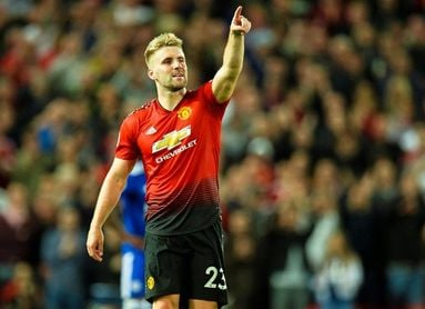 Shaw firma un nuevo contrato con el United hasta 2023