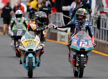 Bezzecchi vence por apenas 41 milésimas en Moto3 en el Gran Premio de Japón, Martín se cae