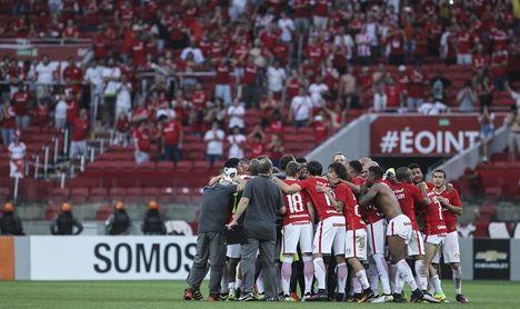 Internacional empata con un Santos sostenido por Gabigol y se aleja del líder