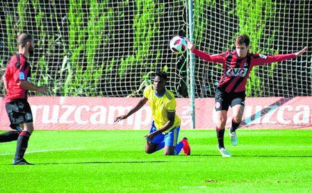 Un lance del encuentro entre el filial cadista y el conjunto rojinegro (0-0).