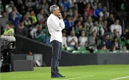 Quique Setién durante el encuentro entre Real Betis y Valladolid de LaLiga.