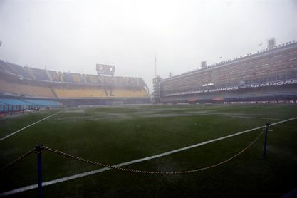 La lluvia obliga a aplazar para el domingo la primera final de la Libertadores entre Boca y River