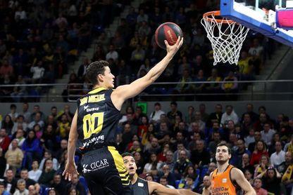 100-66. El Iberostar Tenerife supera con claridad al Valencia Basket y enfila la Copa