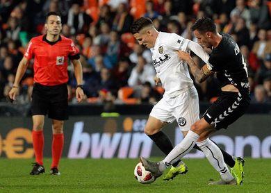 1-0. El Valencia pasa sin brillo ante un Ebro sin complejos