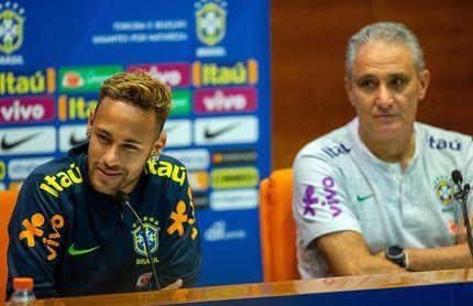 """Tite recomendó a Neymar mostrar su """"lado humano con más frecuencia"""""""