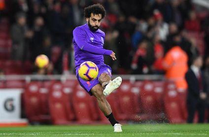 Salah se exhibe con un ´hat trick´ y permite soñar al Liverpool