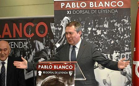 Juan Espadas, alcalde de Sevilla, en el acto del XI Dorsal de Leyenda a Pablo Blanco.