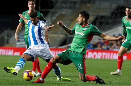 0-1. El Alavés mete en serios problemas a una Real Sociedad irreconocible