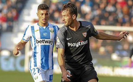 Franco Vázquez dejó absurdamente al Sevilla FC con uno menos.