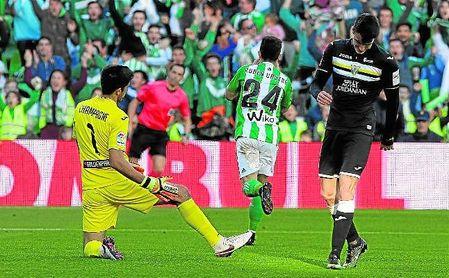 Rubén Castro celebra el primer gol bético de 2017; el canario rompió también el hielo en 2013, 2014 y 2015.