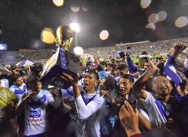 El San José, aún sin entrenador, comienza la defensa del título del fútbol en Bolivia