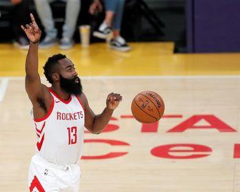 138-134. Harden lidera la victoria de los Rockets ante los Lakers
