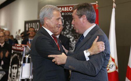 Acto homenaje a Pablo Blanco. En la imagen, Blanco y Juan Espadas.